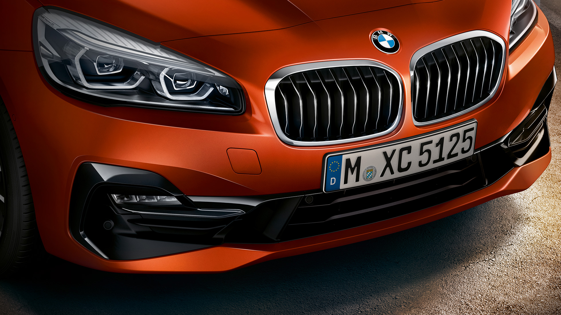 Doppelniere BMW 2er Active Tourer F45 Facelift 2018 Sunset Orange metallic Nahaufnahme Front
